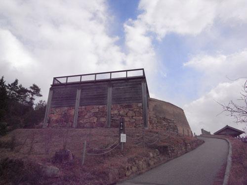 下から見上げる 鬼ノ城
