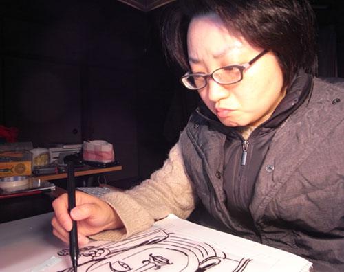 ほとけさま福笑いの絵を描いているニシユキ